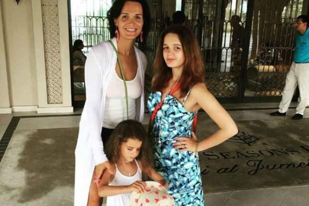 От кого родила двоих дочерей певица Слава?