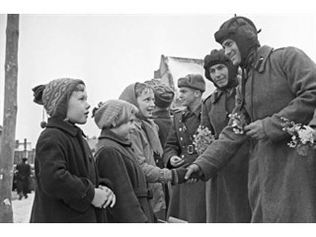 «Оккупанты в ГДР». Как в Германии пытаются перевоспитать восточных немцев