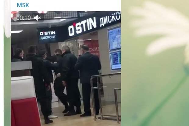 Охранник ТРЦ на Люблинской избил посетителя за медлительность