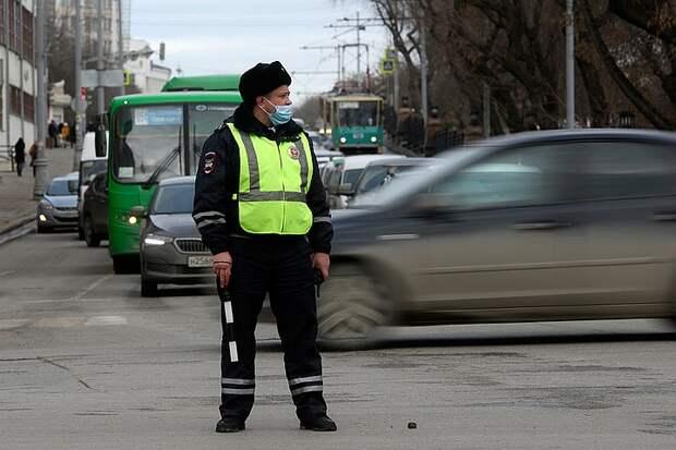 Какие новые штрафы для водителей предлагают ввести в России: За нерабочие фароочистители и видеорегистраторы, закрывающие обзор