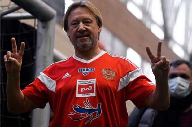 Дмитрия Харатьяна увезли на носилках с футбольного матча
