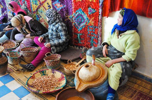 Производство арганового масла ©Emily Visich