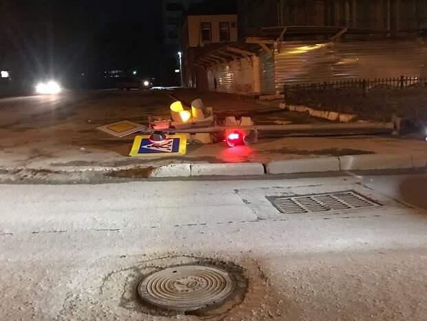 Досталось и светофорам. Фото: ВКонтакте