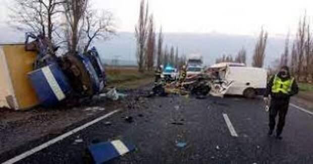Под Николаевом произошло жуткое ДТП микроавтобуса с умершими от коронавируса