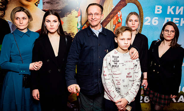 Всю семью Ивана Охлобыстина поместили на карантин из-за положительного теста на коронавирус