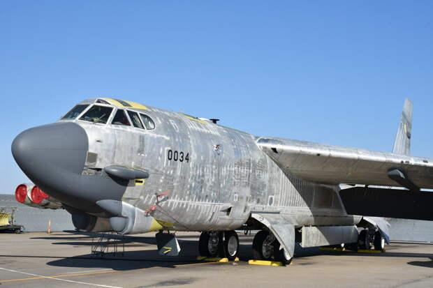 Американский бомбардировщик вернули в строй после 10 лет на свалке