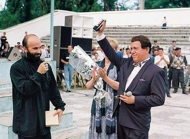 Кобзон и Басаев. История легендарной фотографии со слов Кобзона.