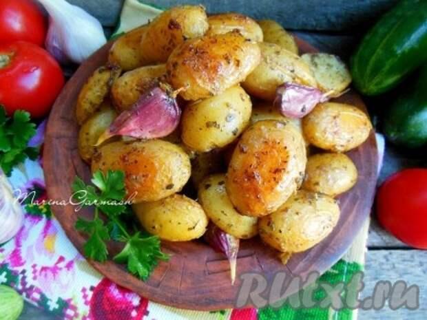 Молодая картошка, запеченная в сметане в духовке