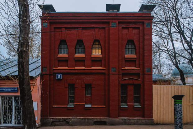 Жилой дом для астрономов начала XX века - говорят, бывшая конюшня!