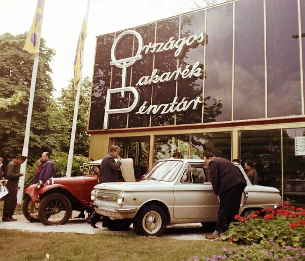 Теплые фотографии времен СССР с советскими автомобилями