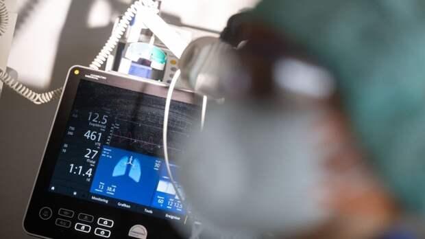Житель Индии умер от коронавируса в ожидании скорой помощи