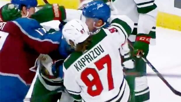 Русский хоккеист возомнил себя Хабибом? Капризов взял канадца за шею и попытался бросить на лед