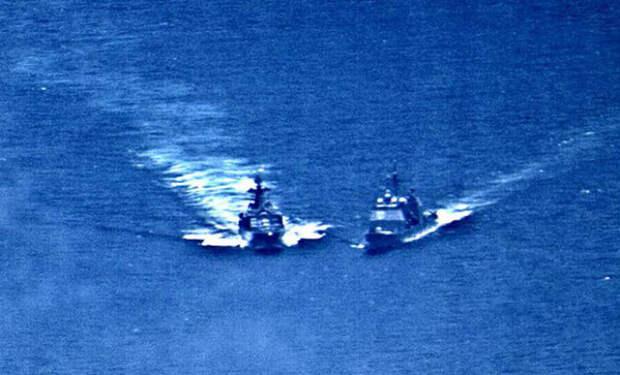 Российский эсминец подрезал американский флот: кадры из Пентагона