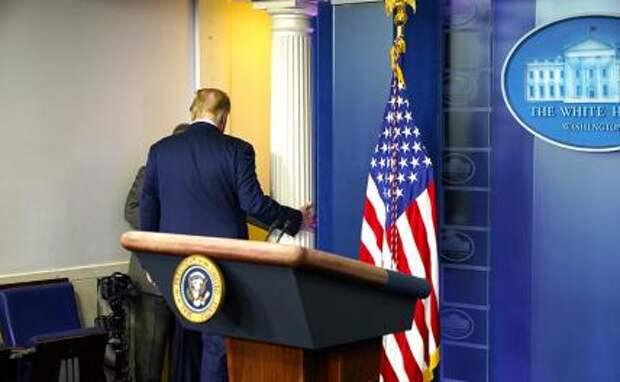 На фото: 45-й президент США Дональд Трамп после пресс-конференции