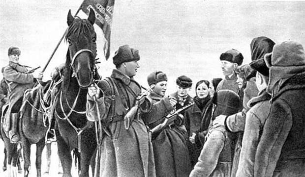 Бойцы 1-го кав. корпуса общаются с мирным населением... СССР, война, история