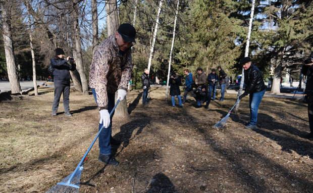 Андрей Травников поручил активизировать работу по уборке территорий к майским праздникам