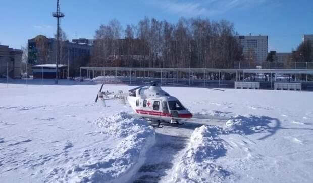 В Березовском вертолет прилетел на стадион за пациентом