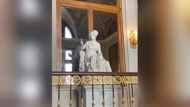 Две скульптуры в Эрмитаже отреставрировали