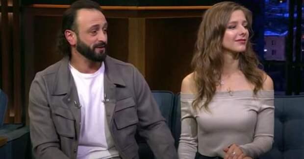 Авербух и Арзамасова записали видеообращение в образе жениха и невесты