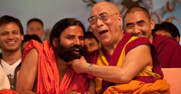 «Откуда дворцы? Намедитировал!»: быт и самоотречение Далай-лам