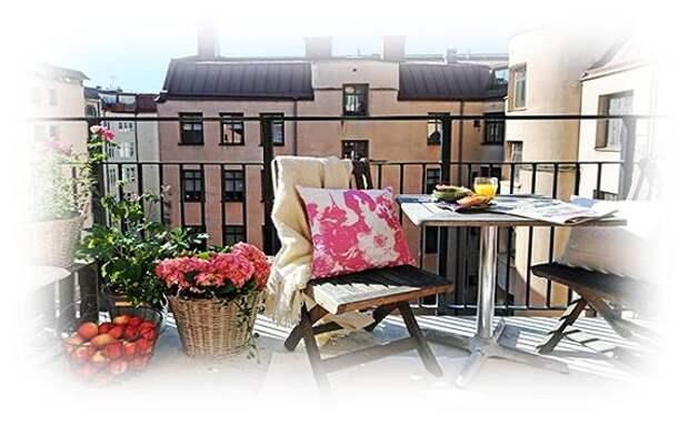 Самодельные скамейки и диваны на балконе и террасе