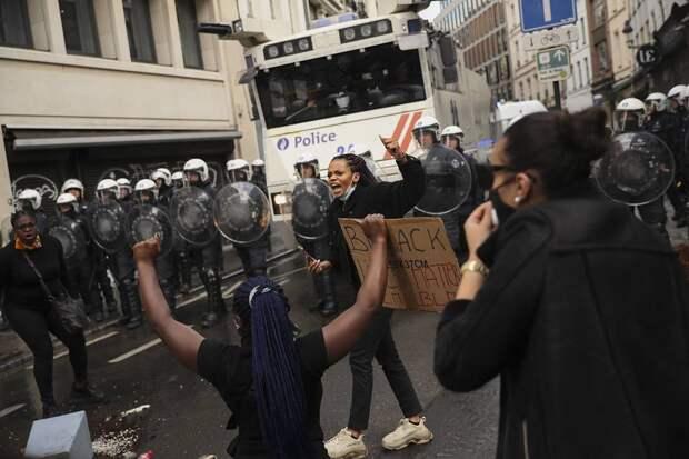 Столкновения полиции с демонстрантами в Брюсселе, июнь 2020 года AP Photo/Francisco Seco