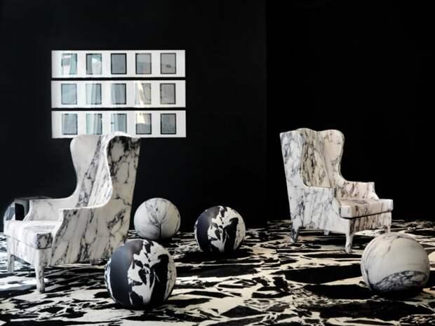 Кресла с принтом, имитирующим мрамор