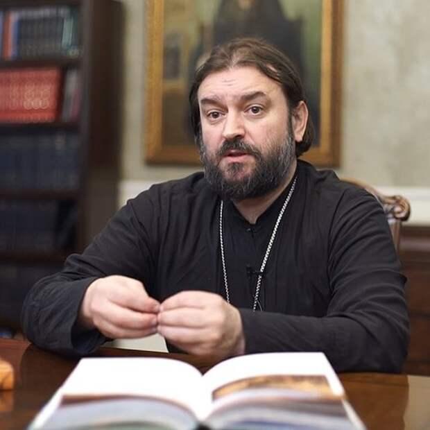 Нас уравняли с супермаркетами: Отец Андрей Ткачёв о решении Собянина