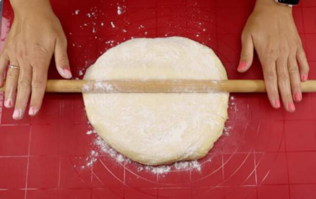 Всегда удачное тесто, меняю начинки и каждый раз получаю новый вкус. Сегодня пеку с яблоками