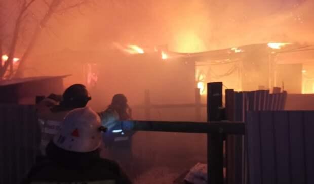 В Орске расселяют людей из сгоревшего дома наулице Листопадной