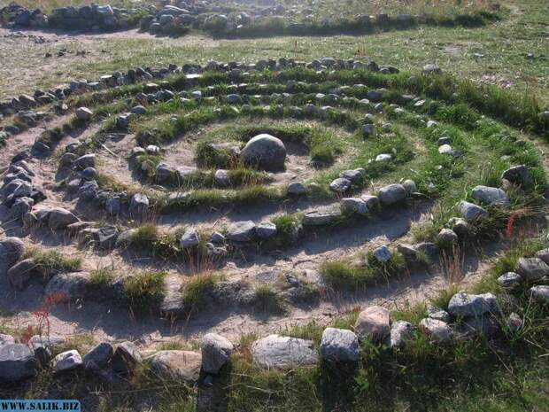 Каменный лабиринт в виде спирали, Большой Заяцкий остров, Соловки.