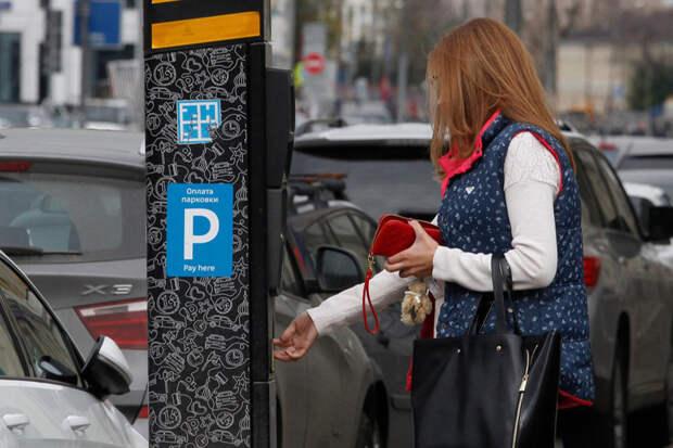 В Москве водителям временно ограничили возможность оплатить парковку