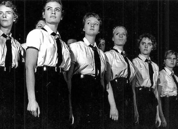 «Школа невест»: как в Третьем рейхе готовили жён для эсэсовцев