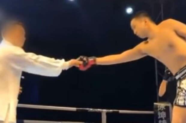 Мастер тайчи вышел против боксера и продержался 20 секунд