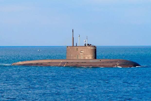 """В НАТО требуют от России убрать подводную лодку с ракетами """"Калибр"""" из района маневров военного флота альянса в Черном море"""