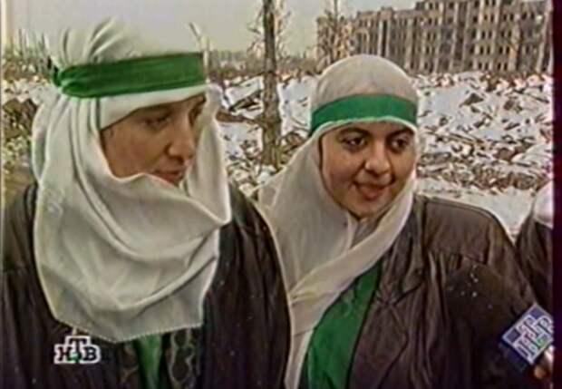Вот девушки рассказывают, как им хочется, чтоб больше чеченских девушек одевались, как они.