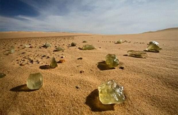 Ученые знают о тысячах загадок пустыни Сахара, но отправляться в научные экспедиции им запрещено