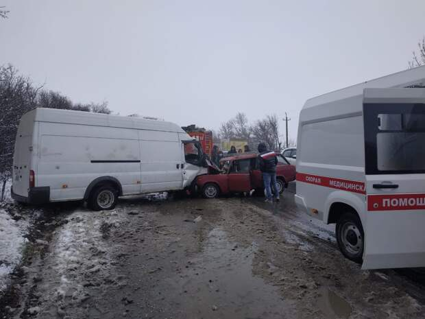 Водитель «четверки» погиб в лобовом столкновении с грузовиком в Крыму