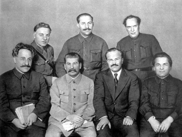 Фото открытых источников    Сталин и соратники