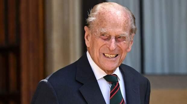 Исхудал, но держится: 99-летнего принца Филиппа выписали из больницы