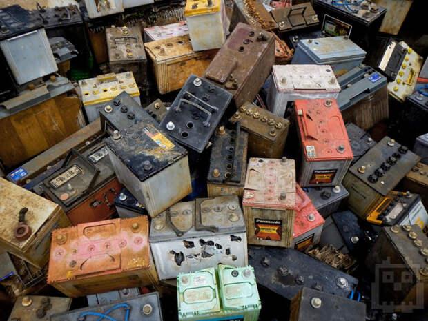 Старые аккумуляторные батареи несут вред окружающей среде. | Фото: amd-msk.ru.