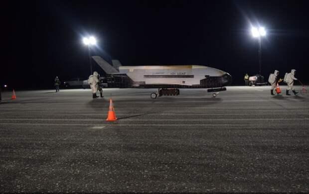На Землю вернулся загадочный космический самолет ВВС США после 2-летней миссии