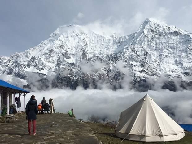 Трое российских альпинистов перестали выходить на связь в Гималаях