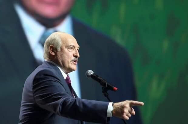 Лукашенко отказался признавать Крым российским
