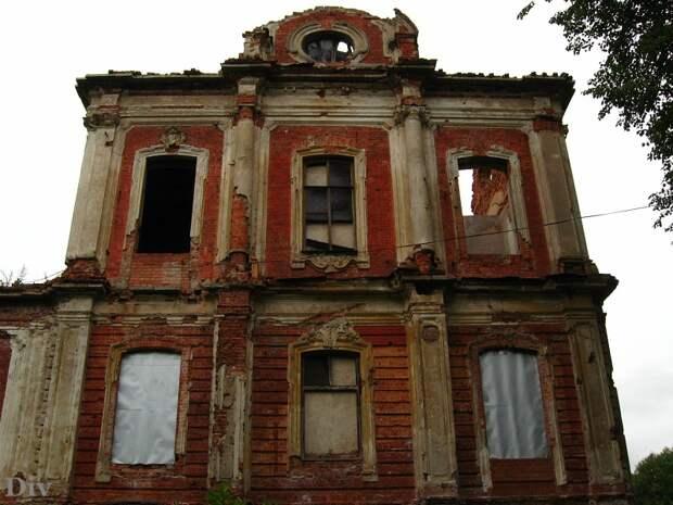 Все, что осталось от Конюшенного двора в Знаменке. /Фото: urban3p.ru