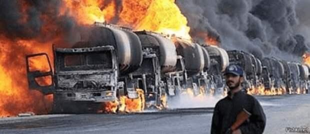Беспилотники ВКС России уничтожили в Сирии колонну нефтеналивных танкеров Турции