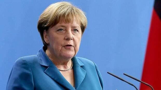 Меркель пояснила журналистам, почему она не носит защитную маску