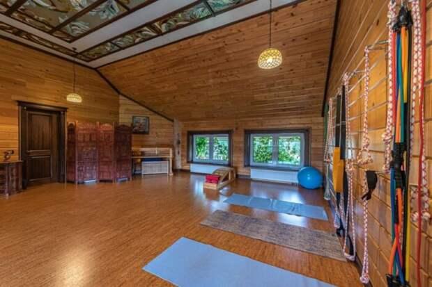 Почем в Екатеринбурге продают особняк с личной йога-студией