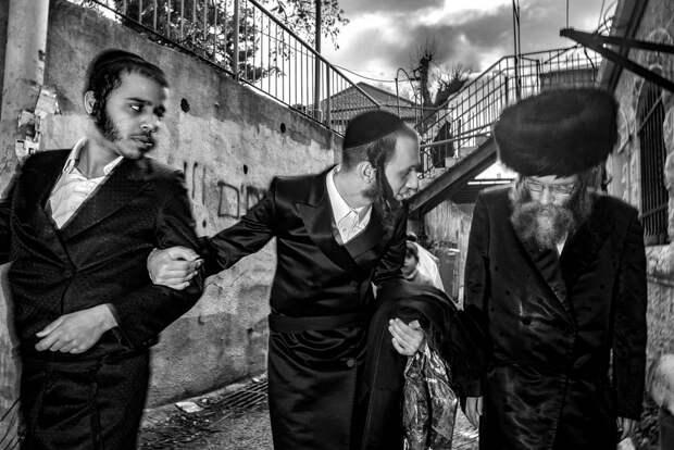 На улице в Тель-Авиве. Фотограф Алан Бурла 3