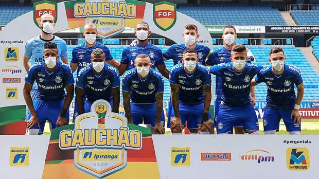 Футболисты «Гремио» вышли наматч вмасках. Они требуют, чтобы чемпионат остановили из-за коронавируса